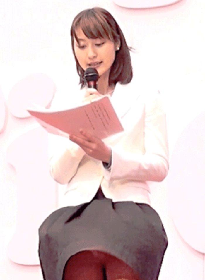 【速報】小川彩佳アナ風パンチラきたああああああ!!!!ピンクパンツから筋見えててワロタwwwwwwww(GIFあり)
