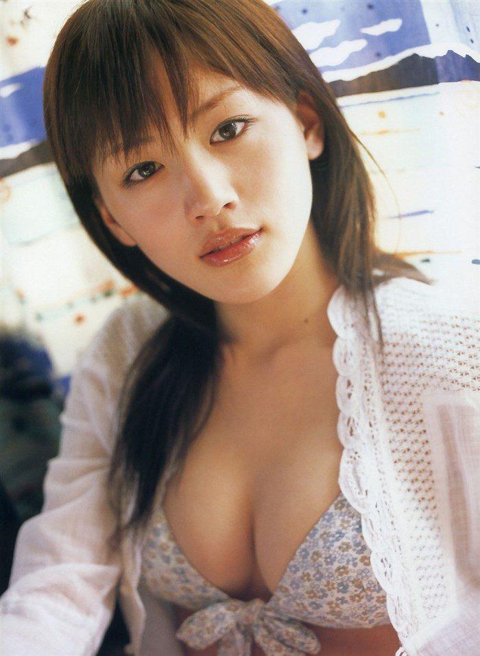 【画像】綾瀬はるかとかいう元グラドルのFカップ乳がさく裂する写真集まとめ!0039manshu