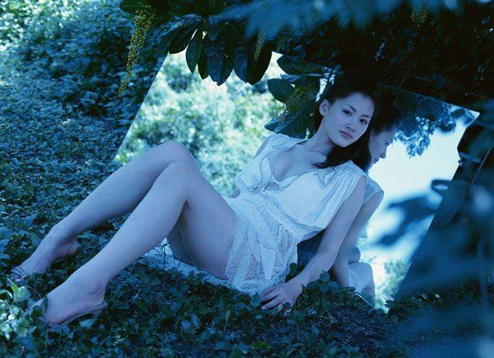 【画像】綾瀬はるかとかいう元グラドルのFカップ乳がさく裂する写真集まとめ!0169manshu