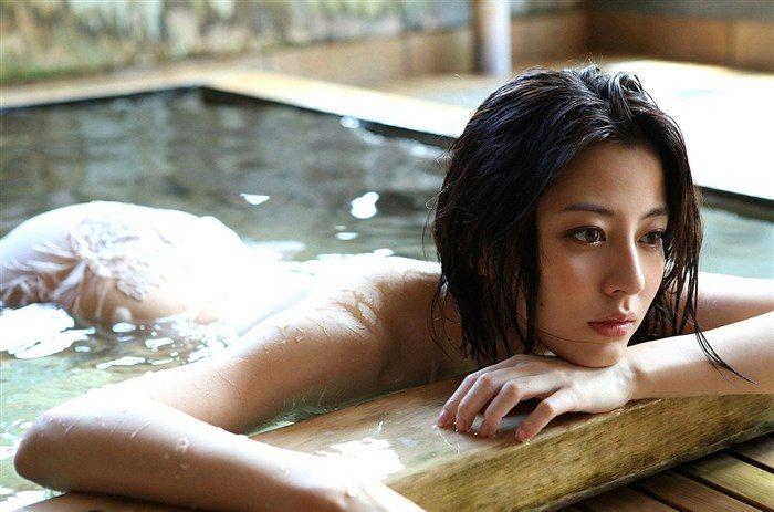 【画像】杉本有美の温泉旅館グラビア!悩殺下着姿や手ぶらヌードも!!0059mashu