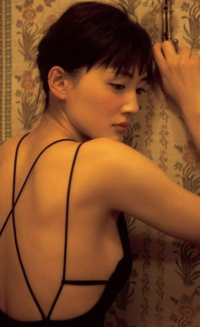 【画像】綾瀬はるかとかいう元グラドルのFカップ乳がさく裂する写真集まとめ!0124manshu
