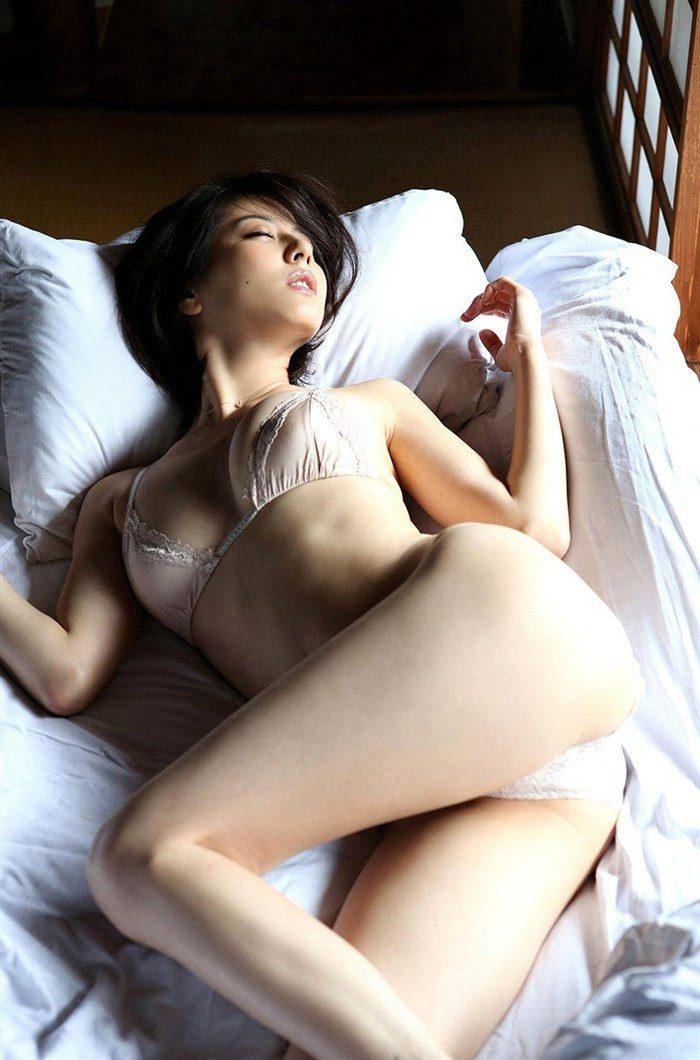 【画像】杉本有美の温泉旅館グラビア!悩殺下着姿や手ぶらヌードも!!0083mashu