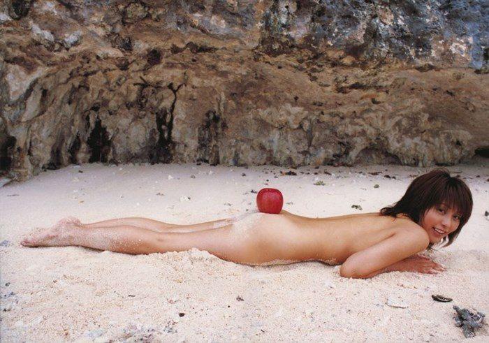 【画像】熊切あさ美、写真集で全裸ヌードになり、リンゴとコラボwwwwwwww0015manshu