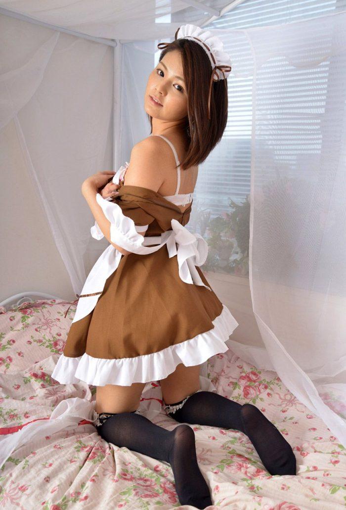【画像】メイド姿の秋本翼 白パンティのぷっくりしたクロッチ丸出しwwwwww0038manshu