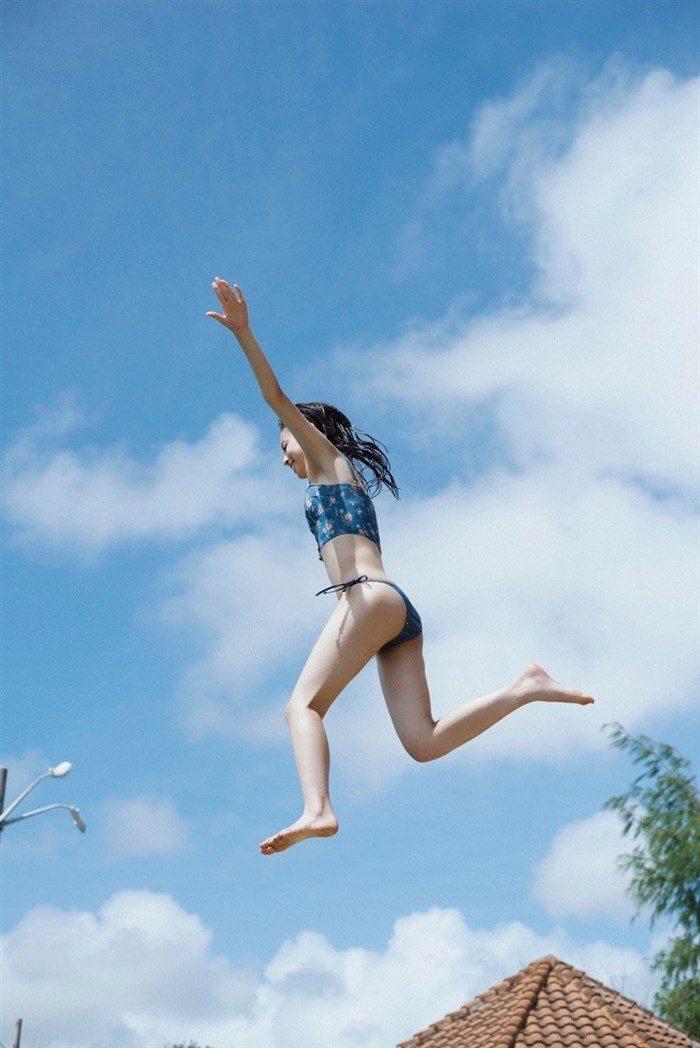 【画像】久慈暁子ちゃん、貧乳なのにグラビア撮影で極小水着を支給されるww0036manshu