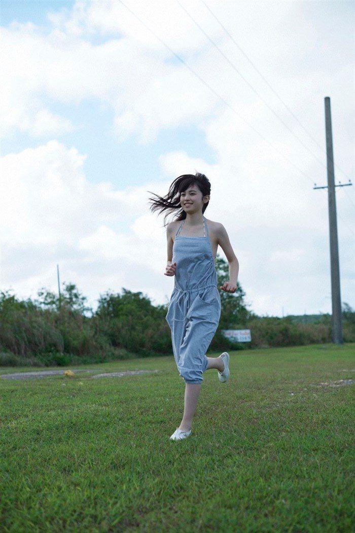 【画像】久慈暁子ちゃん、貧乳なのにグラビア撮影で極小水着を支給されるww0011manshu
