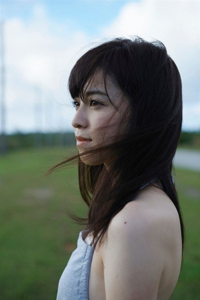 【画像】久慈暁子ちゃん、貧乳なのにグラビア撮影で極小水着を支給されるww0018manshu