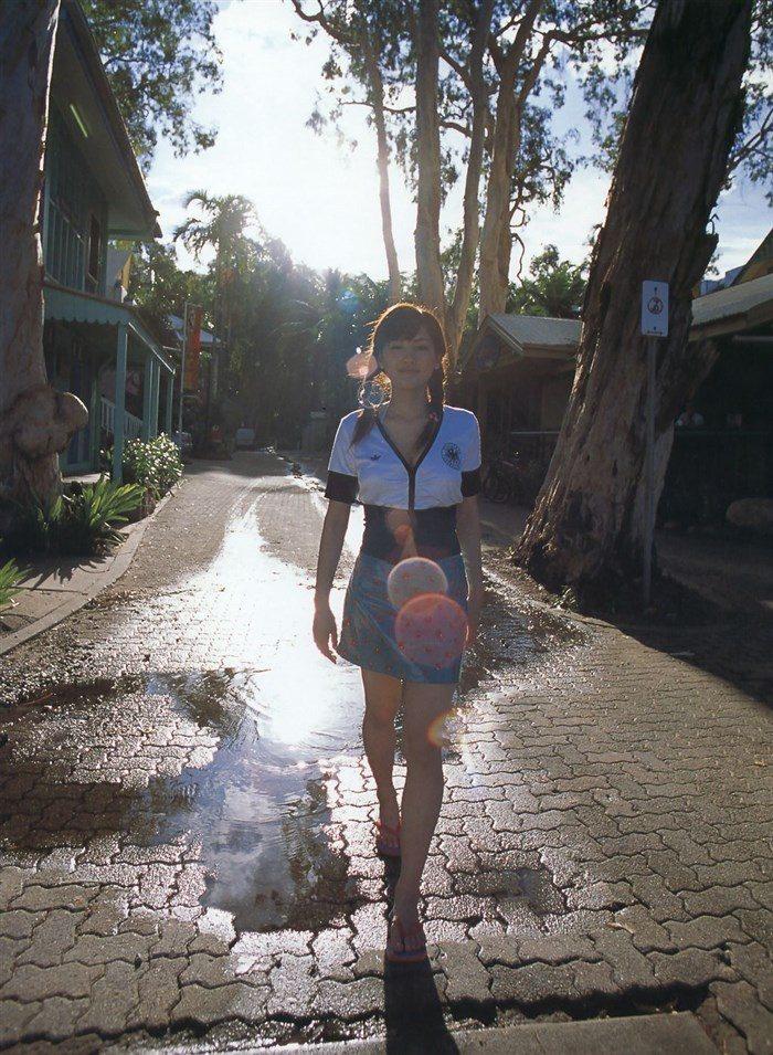 【画像】綾瀬はるかとかいう元グラドルのFカップ乳がさく裂する写真集まとめ!0219manshu