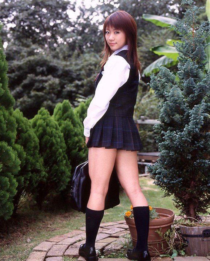 【画像】JK制服姿の時東ぁみ、スカートが短すぎて下尻が見えてますwwwww0006mashu