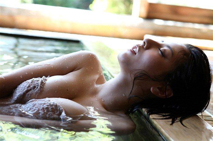 【画像】杉本有美の温泉旅館グラビア!悩殺下着姿や手ぶらヌードも!!0076mashu