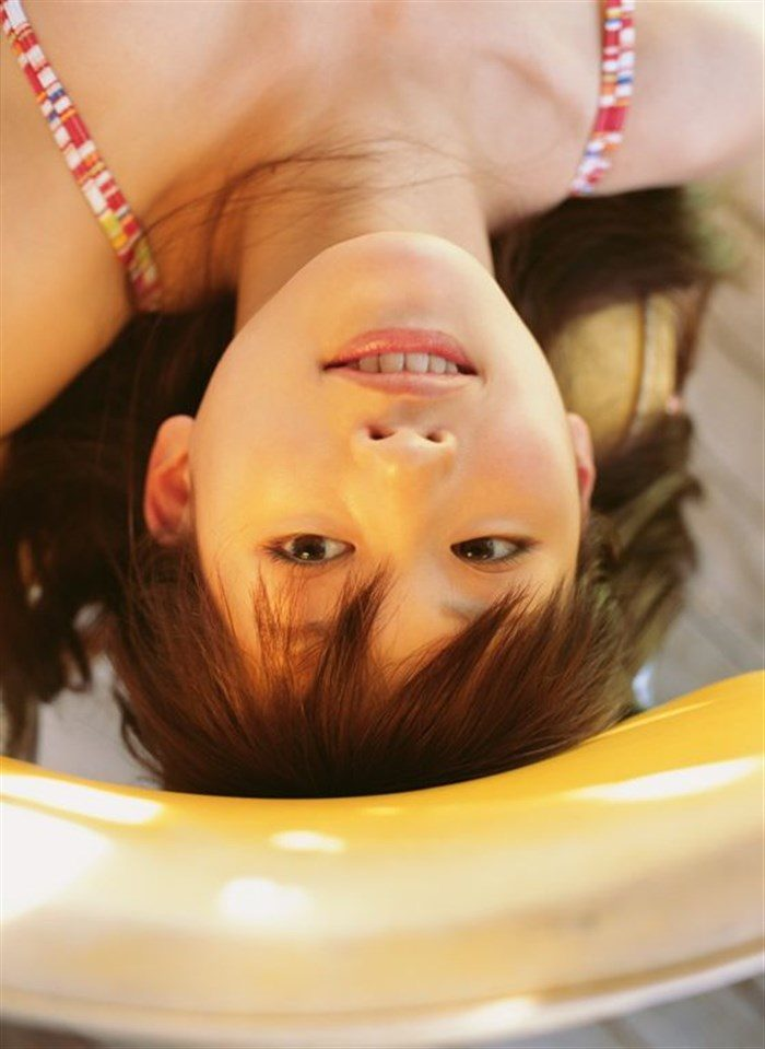 【画像】綾瀬はるかとかいう元グラドルのFカップ乳がさく裂する写真集まとめ!0057manshu