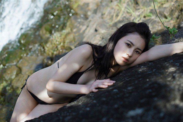 【画像】久慈暁子ちゃん、貧乳なのにグラビア撮影で極小水着を支給されるww0003manshu