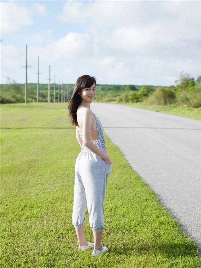 【画像】久慈暁子ちゃん、貧乳なのにグラビア撮影で極小水着を支給されるww0016manshu