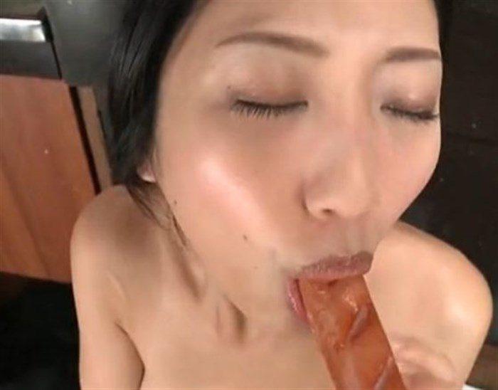 【画像】壇蜜お姉さんがぶっといフランク舐めててくっそエロいんですがwwww0030mashu