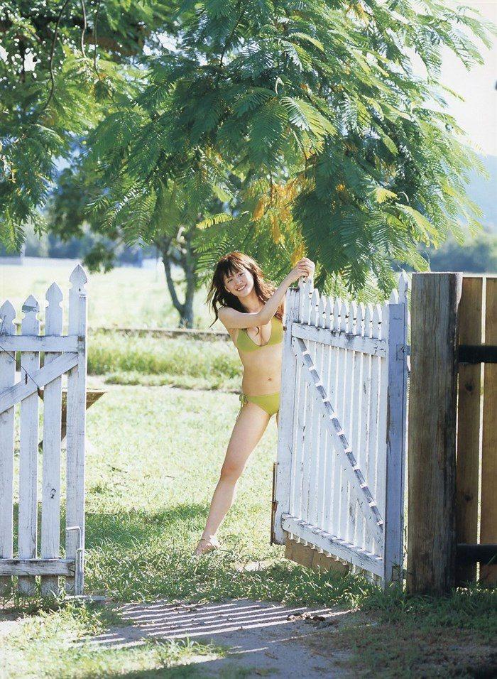 【画像】綾瀬はるかとかいう元グラドルのFカップ乳がさく裂する写真集まとめ!0177manshu