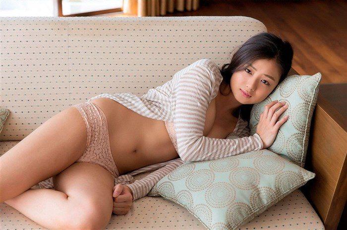 【画像】アイドル片山萌美ちゃんに支給される水着がガチでちいせえええええええ0065manshu