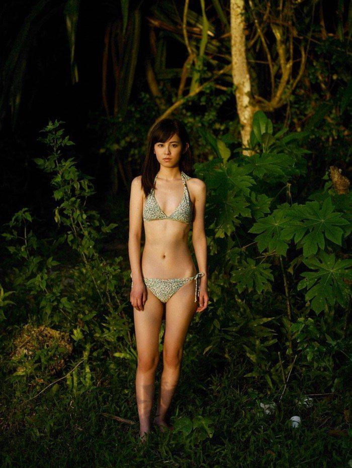 【画像】久慈暁子ちゃん、貧乳なのにグラビア撮影で極小水着を支給されるww0025manshu