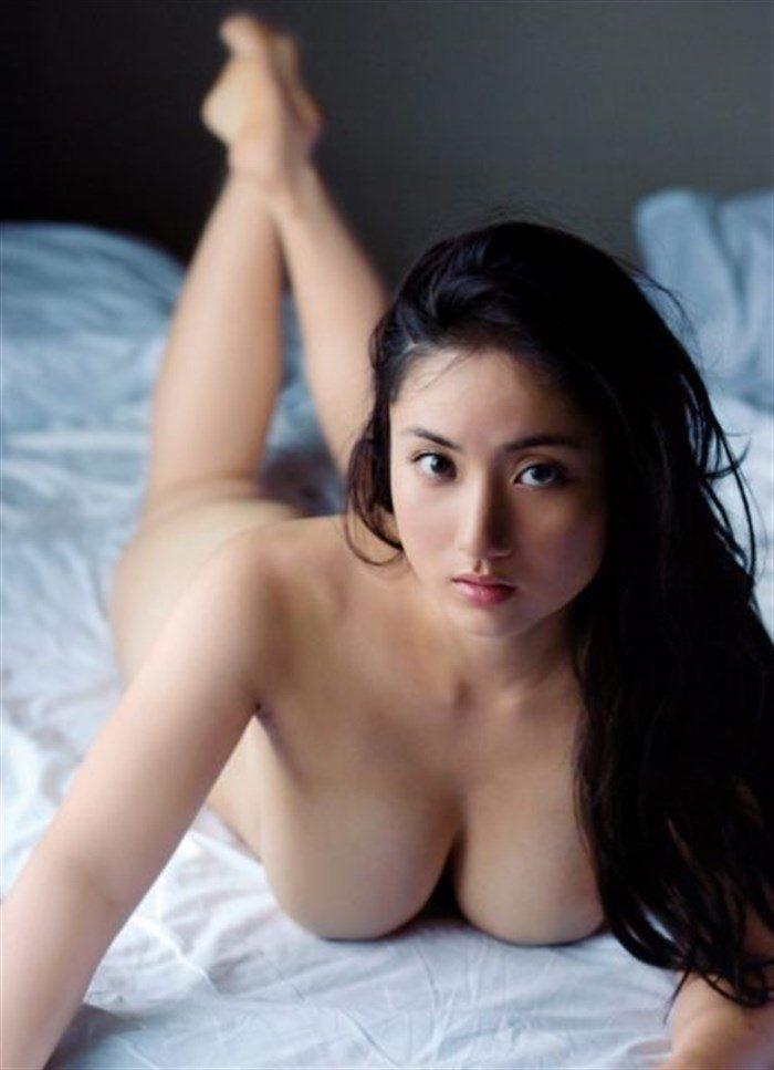 【画像】紗綾の寸止めチラリズム全裸ヌードがムチムチ過ぎてたまんねえええええええ0033manshu