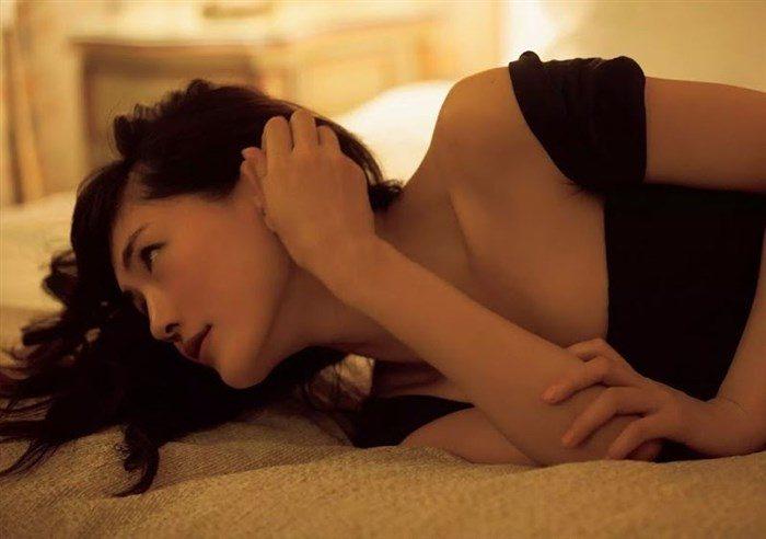 【画像】綾瀬はるかとかいう元グラドルのFカップ乳がさく裂する写真集まとめ!0125manshu