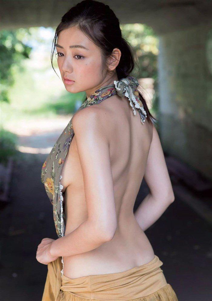 【画像】片山萌美の悩殺ボディと変態水着の黄金コンボが半端ないwwww0038manshu