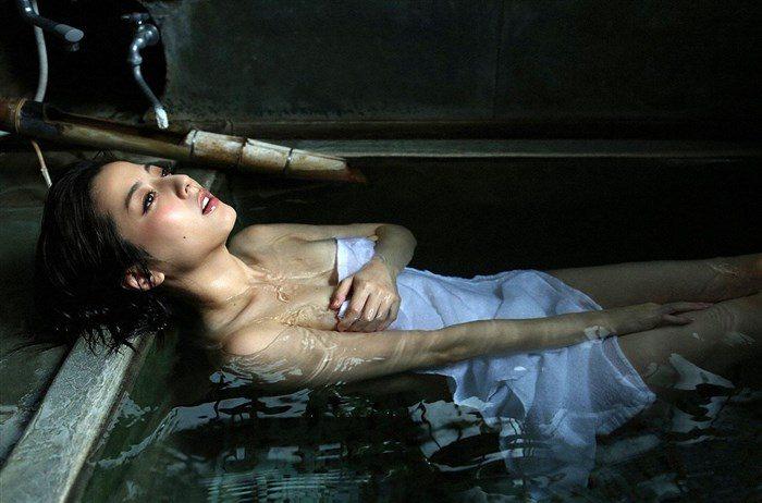 【画像】杉本有美の温泉旅館グラビア!悩殺下着姿や手ぶらヌードも!!0063mashu
