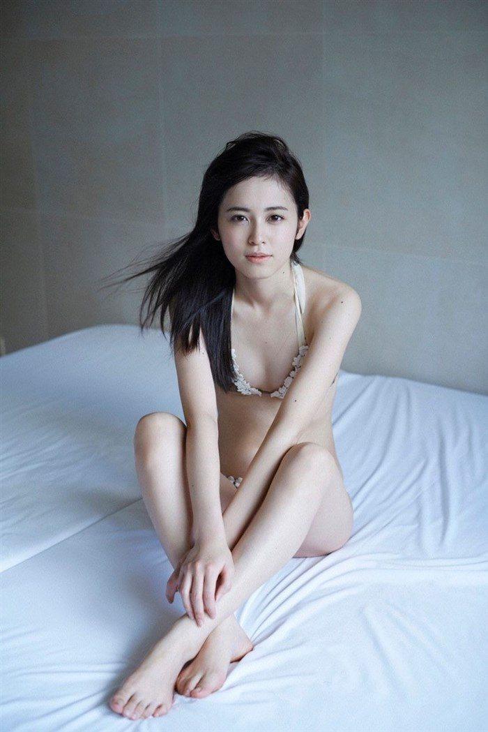 【画像】久慈暁子ちゃん、貧乳なのにグラビア撮影で極小水着を支給されるww0047manshu