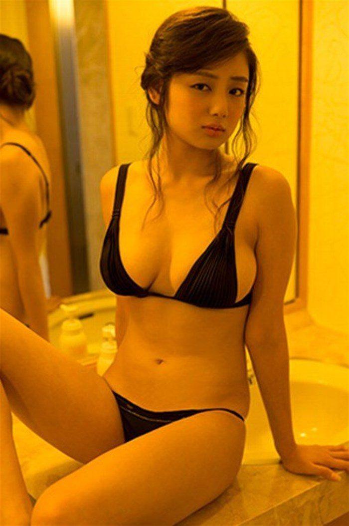 【画像】アイドル片山萌美ちゃんに支給される水着がガチでちいせえええええええ0027manshu