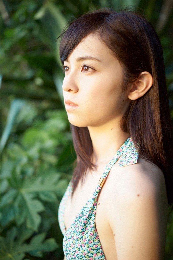 【画像】久慈暁子ちゃん、貧乳なのにグラビア撮影で極小水着を支給されるww0023manshu