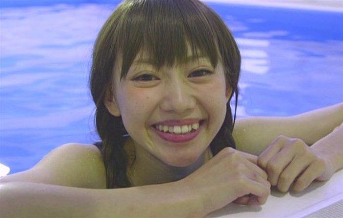 篠崎こころとかいう金髪ショート娘が極小水着着てファンの股間をロックオン!大量88枚0030manshu