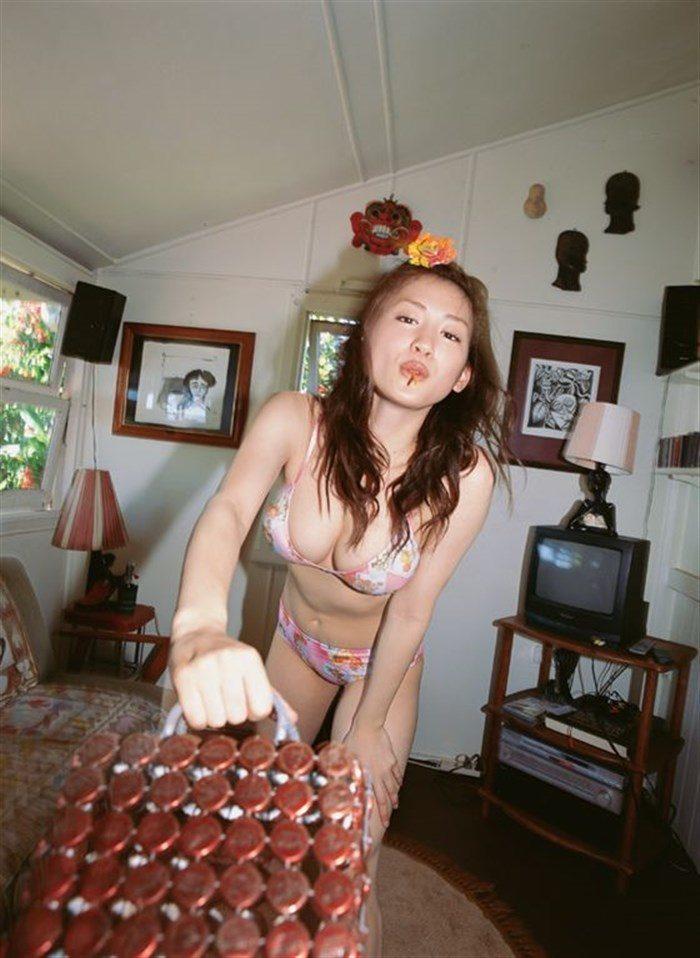 【画像】綾瀬はるかとかいう元グラドルのFカップ乳がさく裂する写真集まとめ!0225manshu