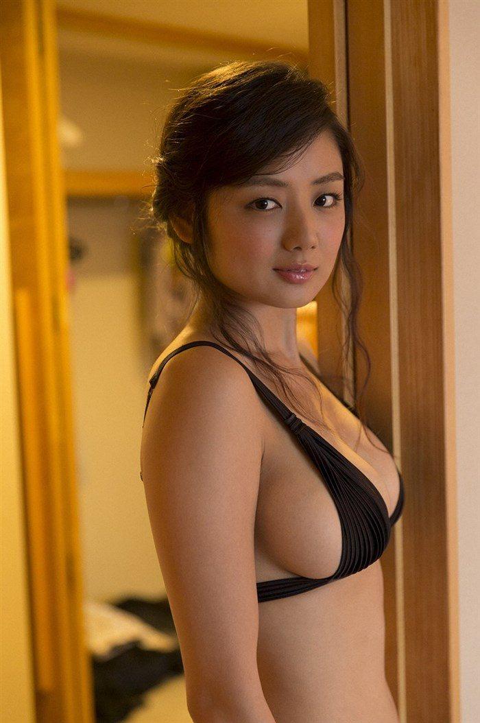 【画像】片山萌美の胸元ぱっくり開いたタンクトップ姿!悩殺するにも程があるw0024manshu