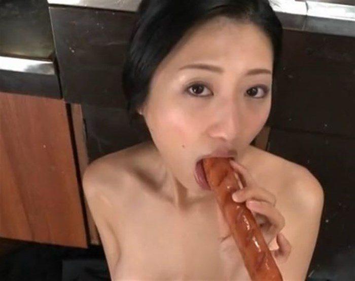 【画像】壇蜜お姉さんがぶっといフランク舐めててくっそエロいんですがwwww0029mashu