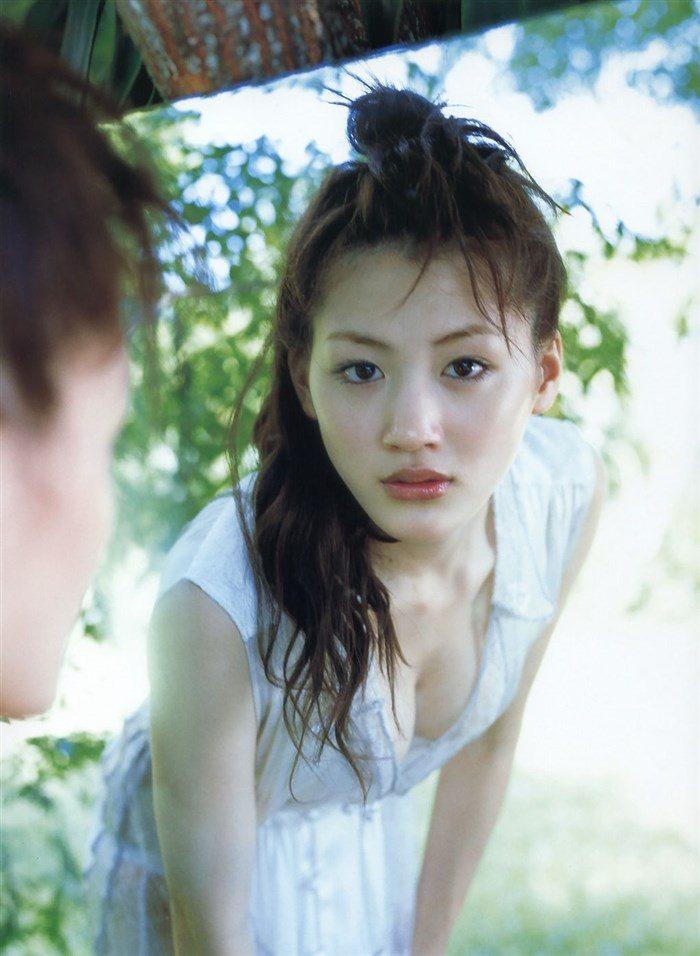 【画像】綾瀬はるかとかいう元グラドルのFカップ乳がさく裂する写真集まとめ!0167manshu