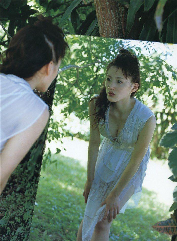【画像】綾瀬はるかとかいう元グラドルのFカップ乳がさく裂する写真集まとめ!0165manshu