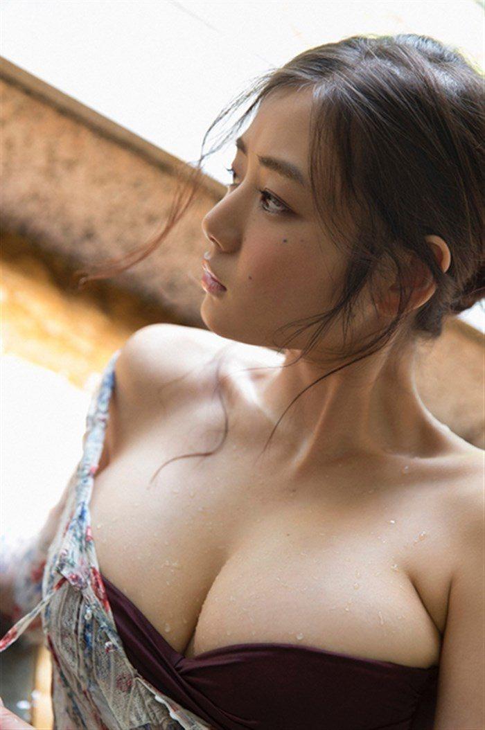 【画像】片山萌美の胸元ぱっくり開いたタンクトップ姿!悩殺するにも程があるw0020manshu