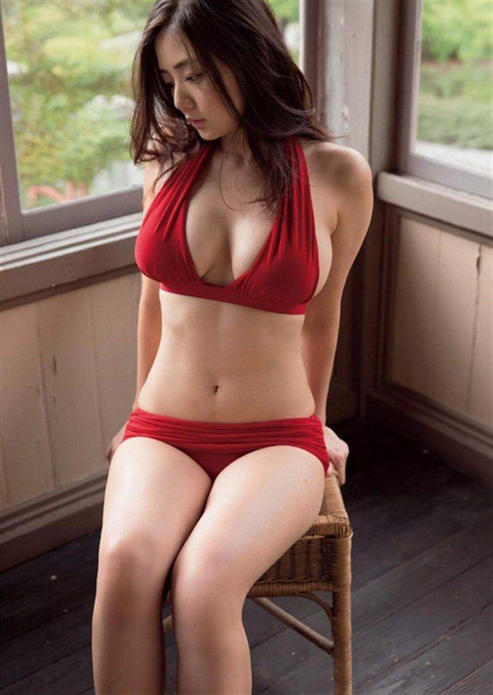 【画像】片山萌美の胸元ぱっくり開いたタンクトップ姿!悩殺するにも程があるw0056manshu