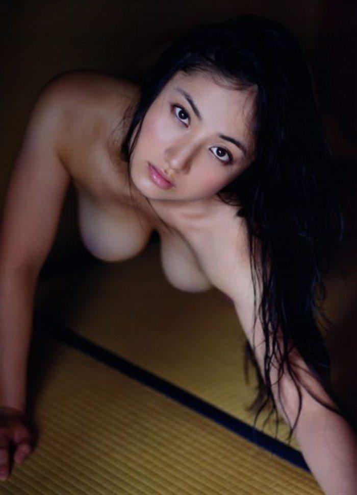 【画像】紗綾の寸止めチラリズム全裸ヌードがムチムチ過ぎてたまんねえええええええ0025manshu
