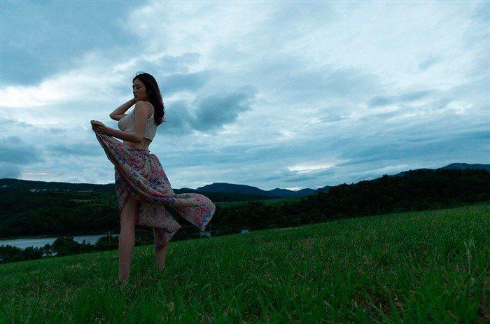 【画像】アイドル片山萌美ちゃんに支給される水着がガチでちいせえええええええ0013manshu