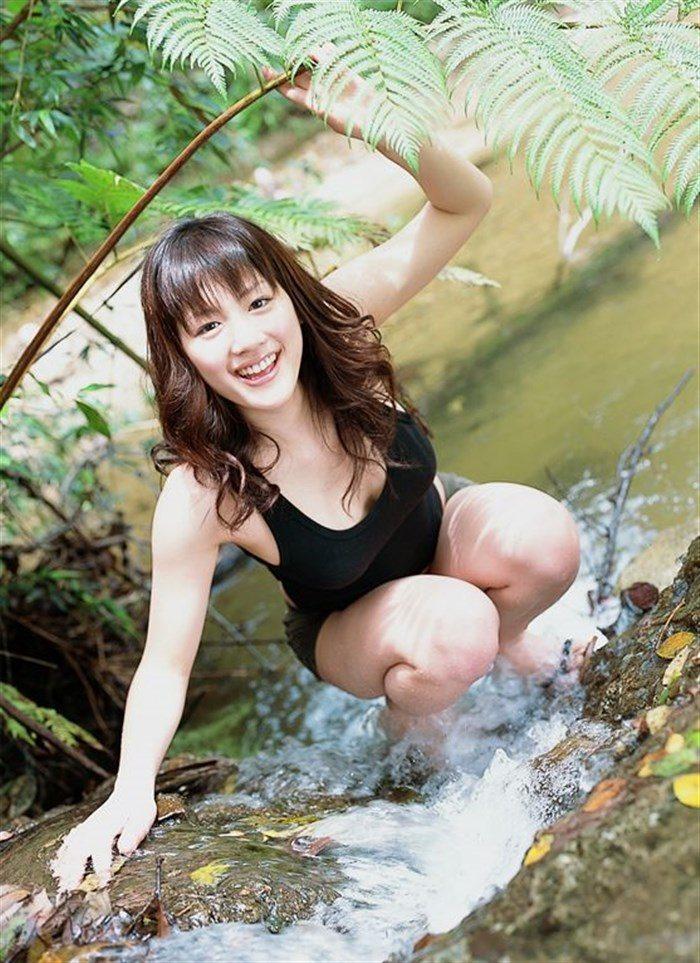 【画像】綾瀬はるかとかいう元グラドルのFカップ乳がさく裂する写真集まとめ!0095manshu