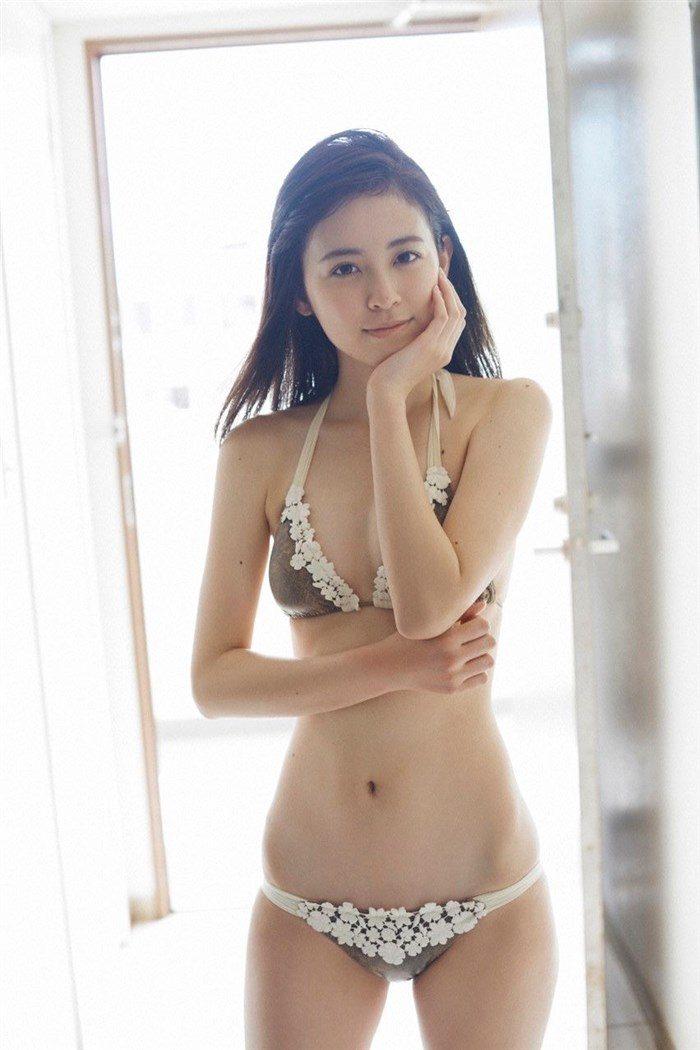 【画像】久慈暁子ちゃん、貧乳なのにグラビア撮影で極小水着を支給されるww0045manshu