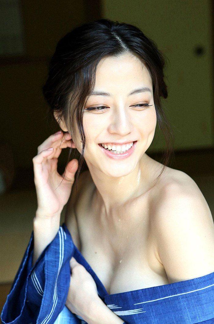 【画像】杉本有美の温泉旅館グラビア!悩殺下着姿や手ぶらヌードも!!0041mashu