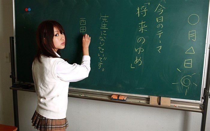 【画像】西田麻衣の妄想膨らむJKや女教師コスプレ!教室内がイケナイ雰囲気に0005manshu