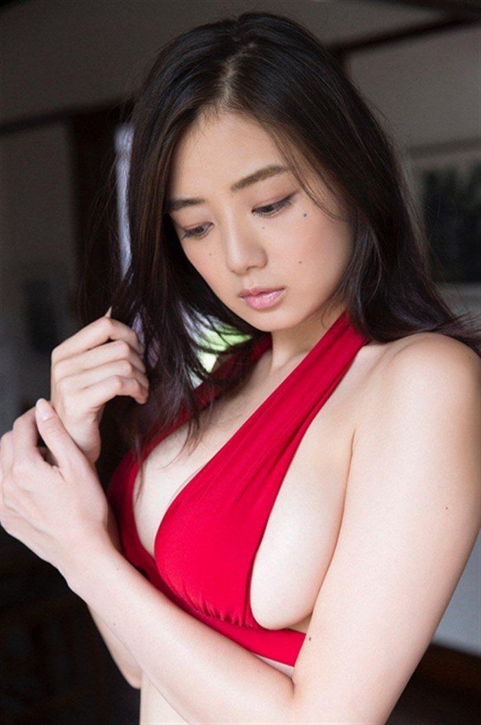 【画像】片山萌美の胸元ぱっくり開いたタンクトップ姿!悩殺するにも程があるw0050manshu