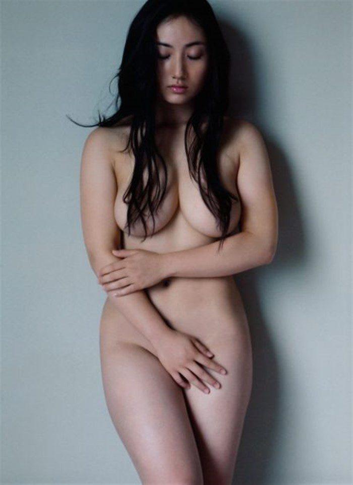 【画像】紗綾の寸止めチラリズム全裸ヌードがムチムチ過ぎてたまんねえええええええ0002manshu