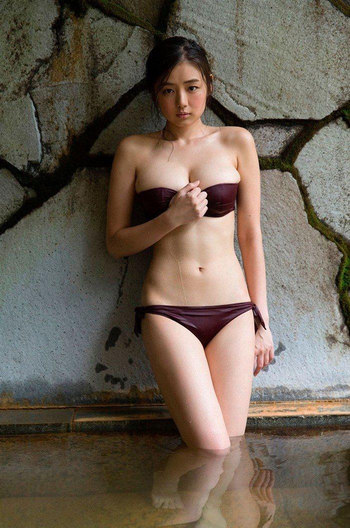 【画像】アイドル片山萌美ちゃんに支給される水着がガチでちいせえええええええ0068manshu