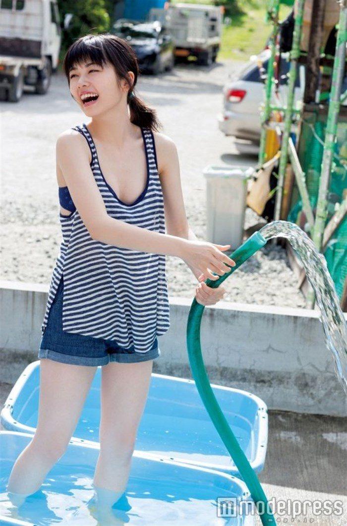 【画像】姉は武井咲!スケート女子小芝風花ちゃんの貴重な競泳水着グラビア!0023manshu