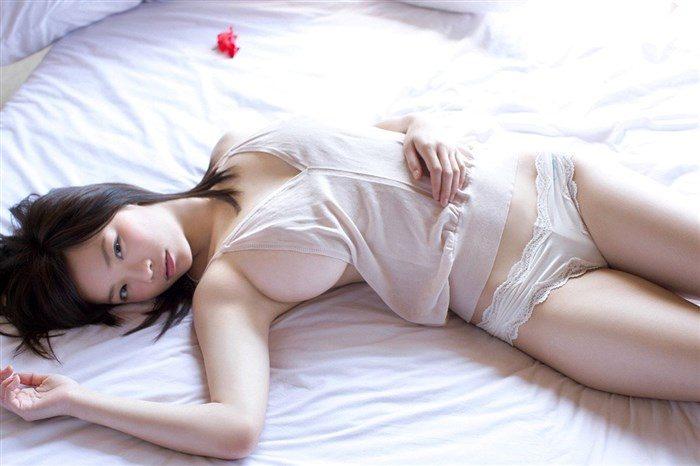【画像】鷹羽澪ちゃんのビキニからはみ出たおっぱいエロ過ぎヌイタwwwwww0025mashu