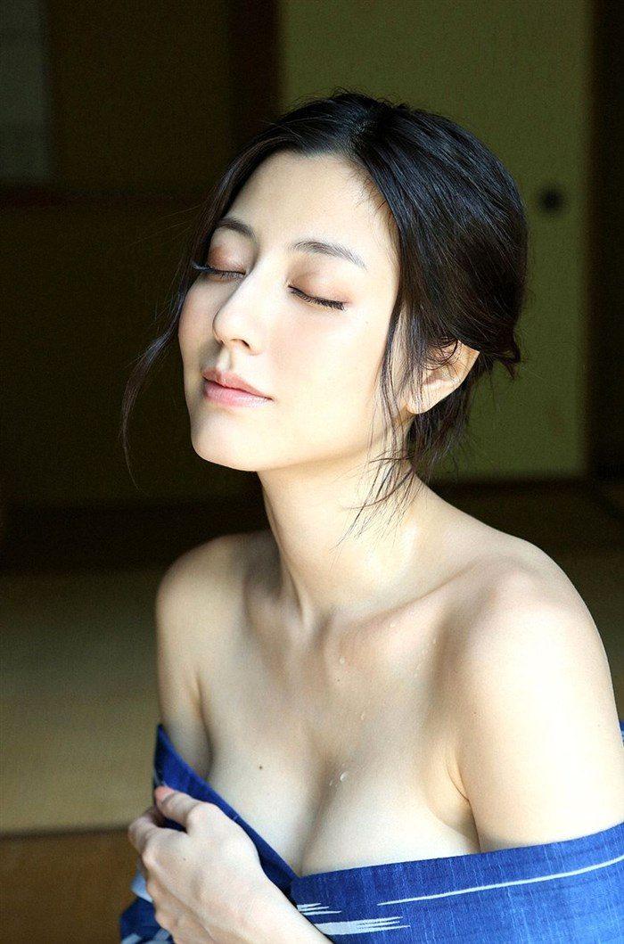 【画像】杉本有美の温泉旅館グラビア!悩殺下着姿や手ぶらヌードも!!0044mashu