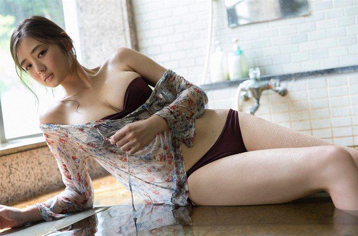 【画像】片山萌美の胸元ぱっくり開いたタンクトップ姿!悩殺するにも程があるw0017manshu