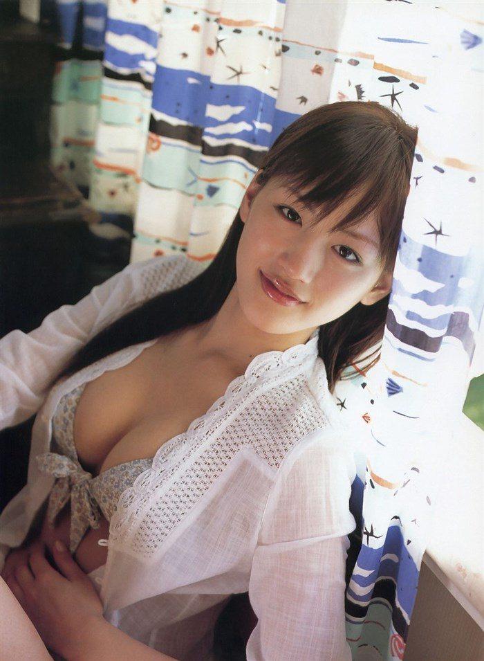 【画像】綾瀬はるかとかいう元グラドルのFカップ乳がさく裂する写真集まとめ!0041manshu